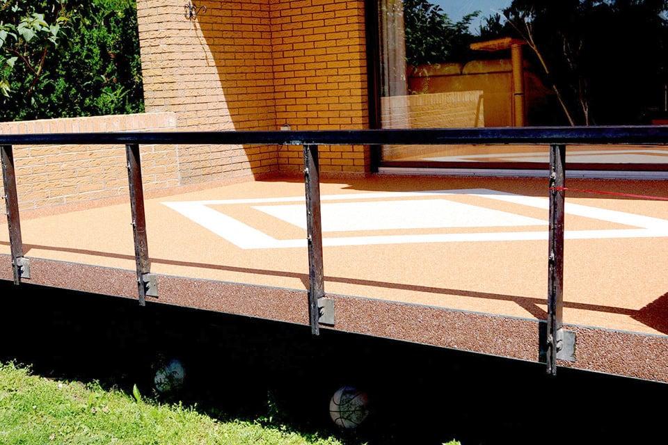 Terrasse mit Rauten aus Steinteppich
