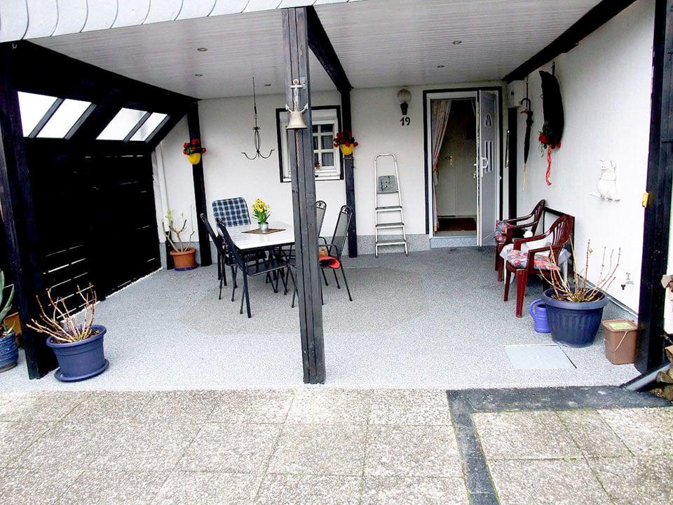 Terrasse überdacht mit Steinteppich