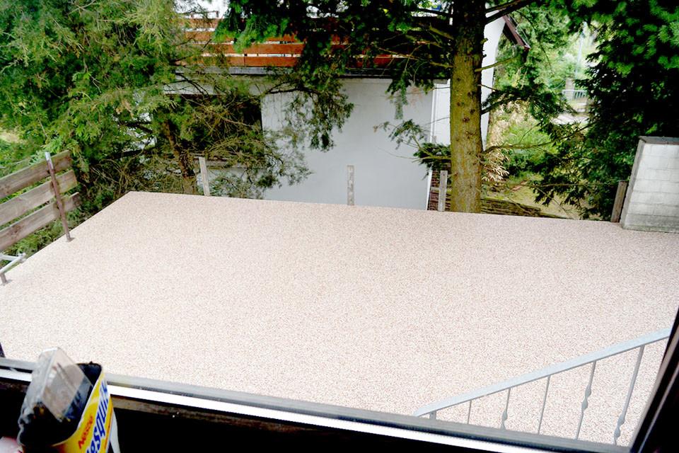 Balkonterrasse aus Steinteppich