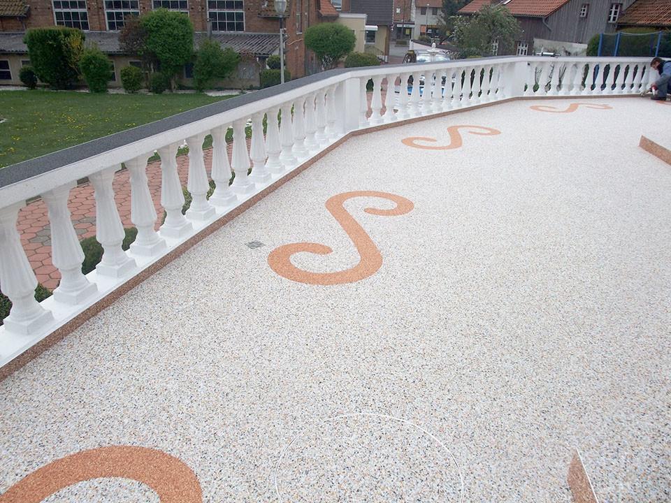 Steinteppich-Terrasse mit Mustern
