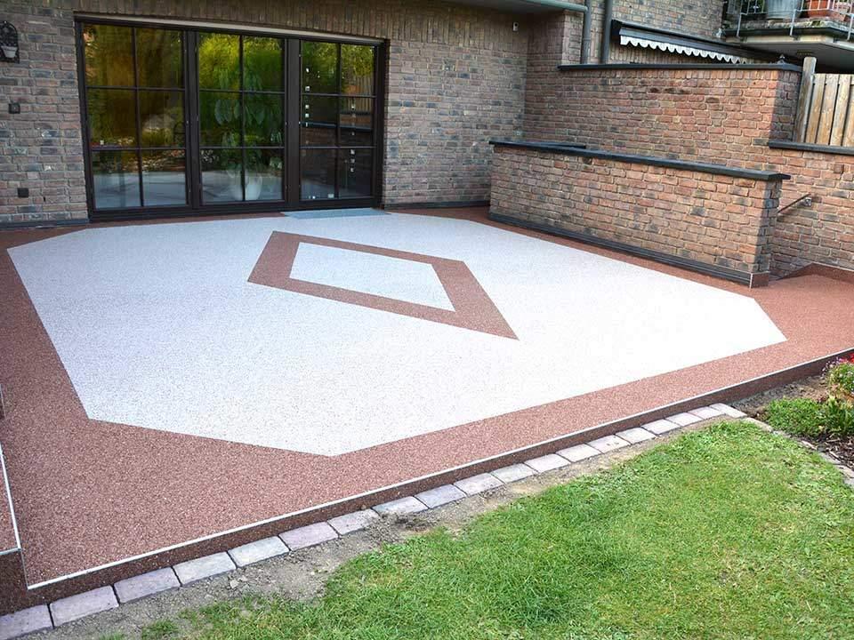 Terrasse mit Raute und Umrandung als Muster