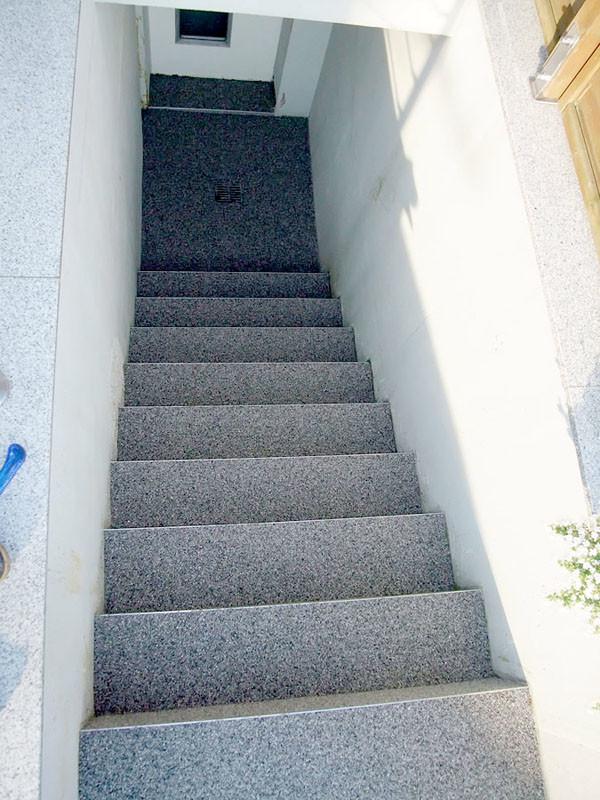 treppe-kellertreppe-steinteppich-bild-14