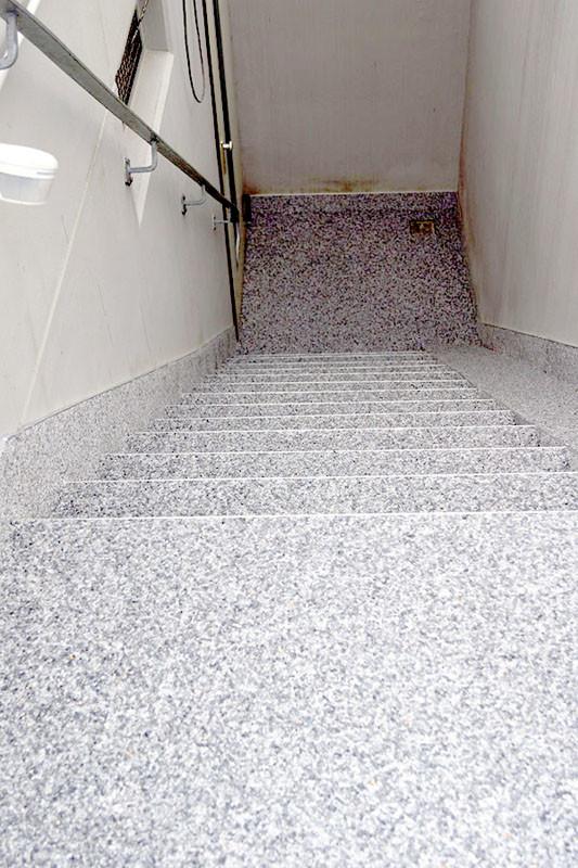 treppe-kellertreppe-steinteppich-bild-2