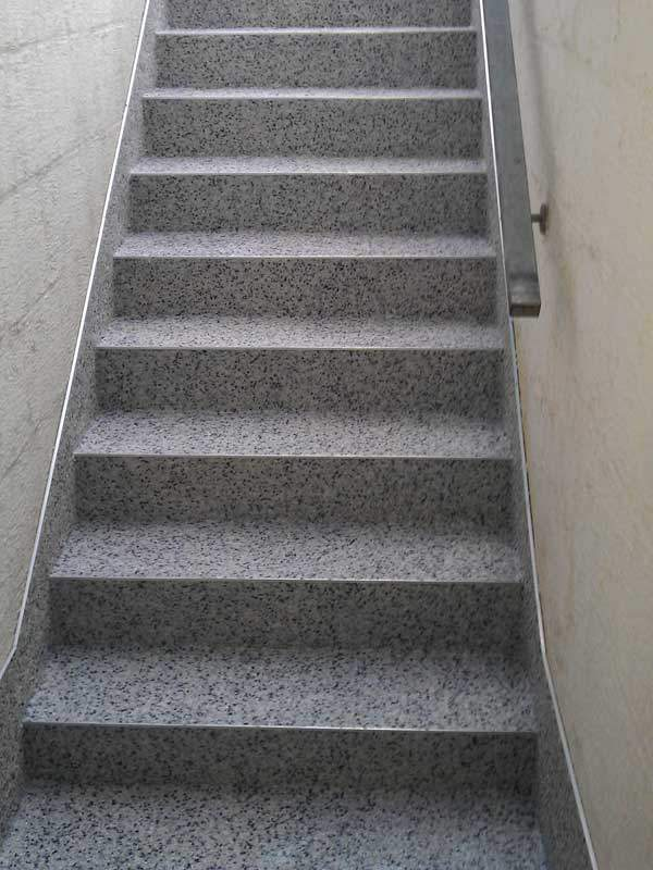 treppe-kellertreppe-steinteppich-bild-21