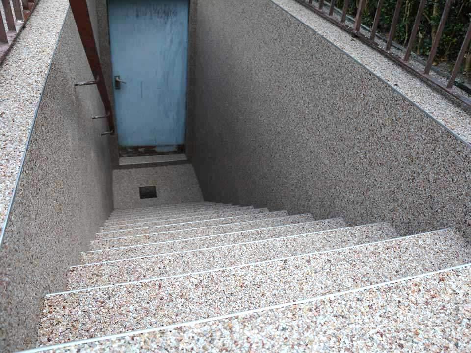 Aussenkellertreppe aus Steinteppich