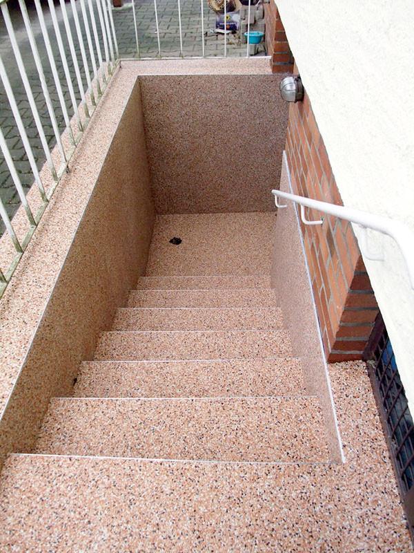 treppe-kellertreppe-steinteppich-bild-6