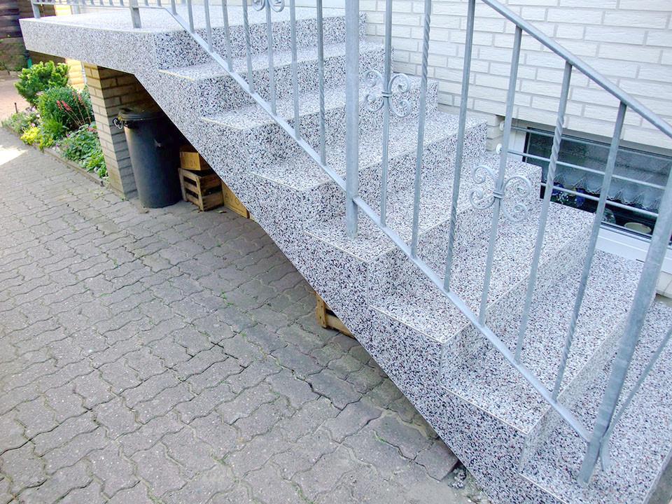 Treppensanierung vor dem Hauseingang steinteppich