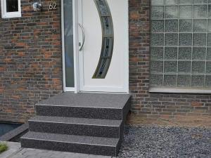 Eingangstreppe Aussentreppe mit Steinteppich - Belag