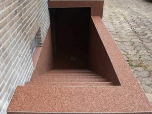 Kellertreppe sanieren abdichten Steinteppich - Treppenbelag